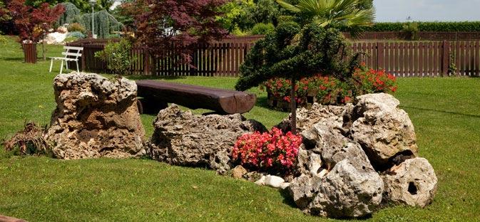 Parco hotel con piscina hotel provincia torino for Aiuole profumate